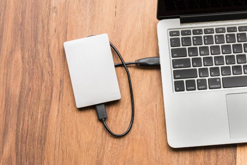 externe harde schijf verbonden met laptop