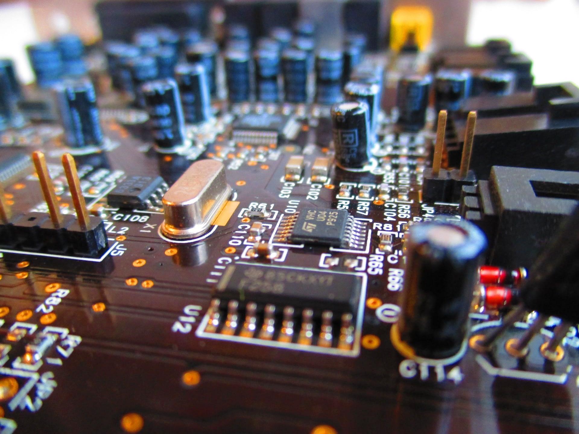 hardware van een computer tijdens reparatie